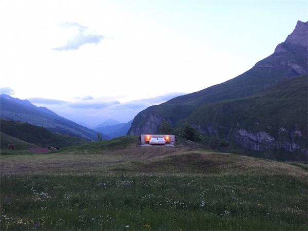 Với độ cao 2000m so với mực nước biển, khách sạn Null Stern có diện tích nhỏ nhất trên núi Alps, Thụy Sĩ.