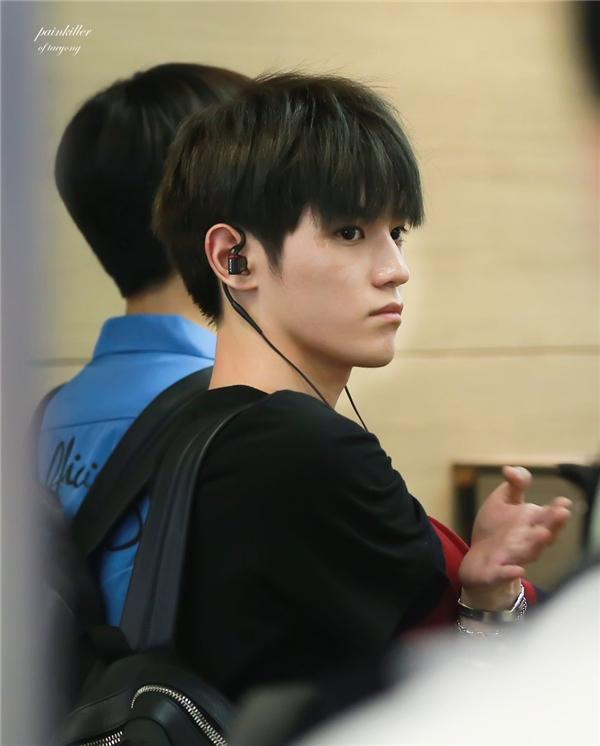 Không chỉ lung linh trên sân khấu, Taeyong thật sự điển trai ngay cả ảnh chụp lén ở sân bay.
