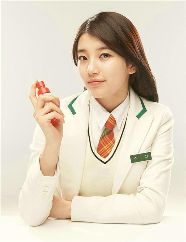 Từ sau khi debut với tư cách là diễn viên trongArchitecture 101, Suzy nhận về hơn 30 hợp đồng quảng cáo lớn nhỏ.