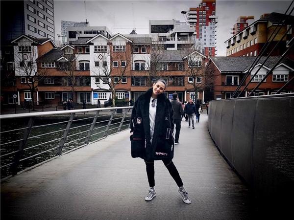 Sau khi sang Anh lưu diễn vào đêm giao thừa, cựu siêu mẫu đã tranh thủ đi khám phá London trước khi về nước. - Tin sao Viet - Tin tuc sao Viet - Scandal sao Viet - Tin tuc cua Sao - Tin cua Sao