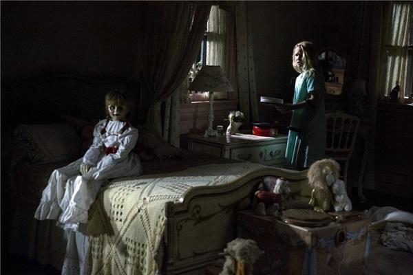 Annabelle 2kể lại nguồn gốc ra đời của con búp bê ma, cũng như bi kịch xảy đến với gia đình người thợ làm ra nó.