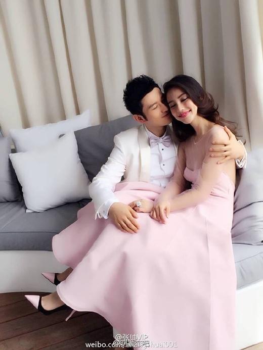 Cặp đôi khiến nhiều khán giả hâm mộ cho một tình yêu đẹp mà còn vô cùng choáng váng với đám cưới xa hoa hệt như truyện ngôn tình.