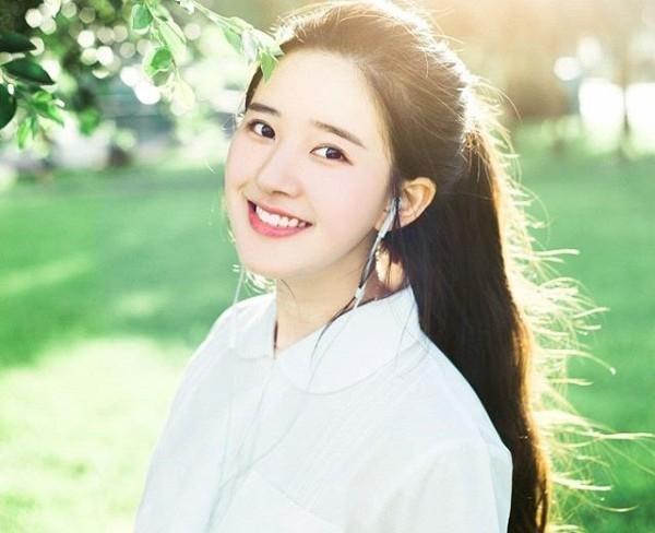 """Dù không có quá nhiều thông tin về Zhao Lusi được công khai nhưng loạt ảnh cực đáng yêu của cô nàng cũng đủ khiến cộng đồng mạng """"xao xuyến""""."""