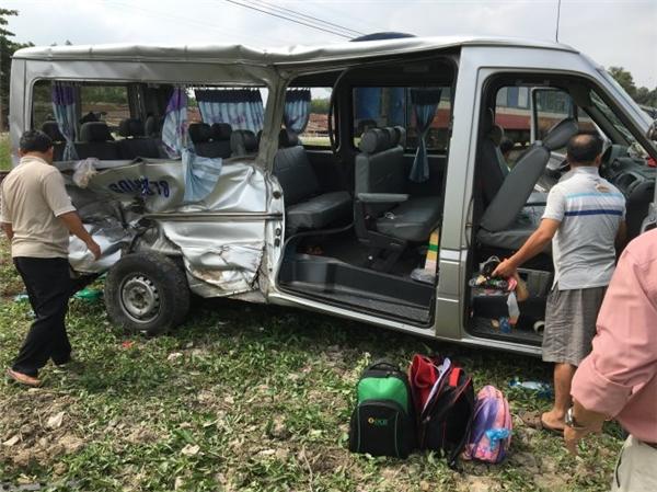 Chiếc ô tô gặp nạn bị biến dạng nặng nề.
