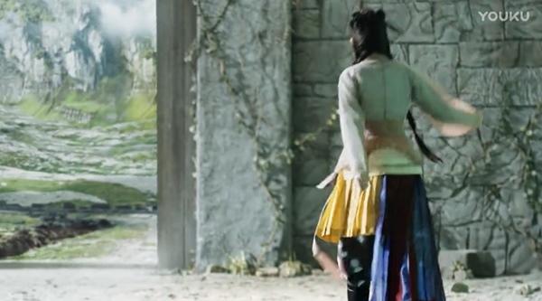 Tạo hình của Bạch Thiển bị chê quá xấu không khác gì nha hoàn, trang phục thì như cái bang.