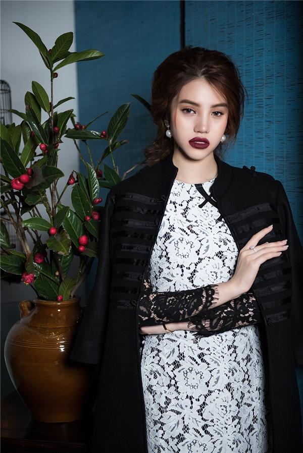 Trong năm 2017 này, Jolie Nguyễn đang ấp ủ một vài dự định để tiếp tục phát triển công việc trong lĩnh vực nghệ thuật. Nhan sắc 9X cũng đang trong quá trình rèn luyện bản thân để thử sức với lĩnh vực điện ảnh.
