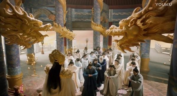 Bên trong Cửu Trùng Thiên cũng chẳng khá khẩm hơn khi chỉ toàn rồng nhựa và phông xanh ghép cảnh.