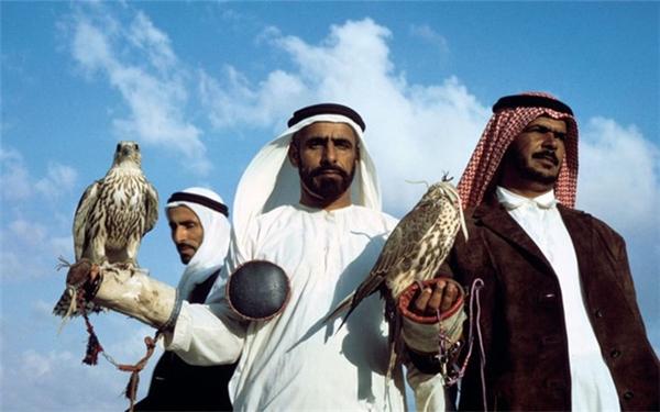 Thú chơi chim ưng thể hiện đẳng cấp của giới đại gia Ả Rập.