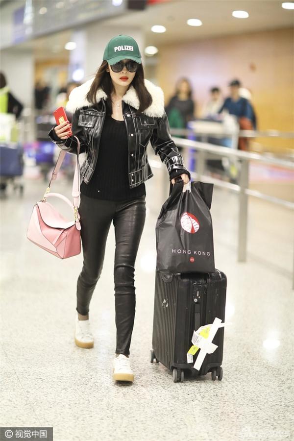Chỉ lưu lại duy nhất một ngày, Dương Mịch đãbay tới Thượng Hải để tiếp tục công việc của năm mới,