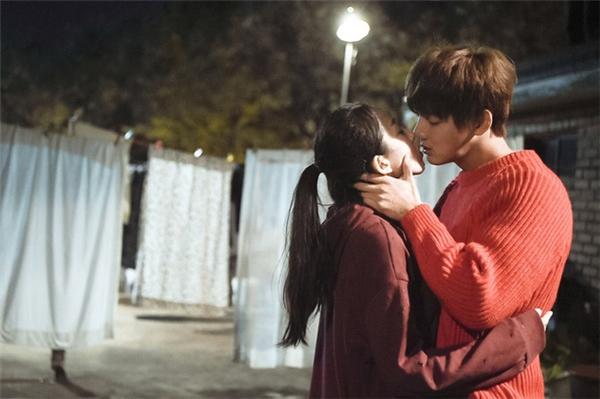 Romance Full of Life là bộ phim thứ hai nằm trong series 9 tập Three Colors of Fantasy.