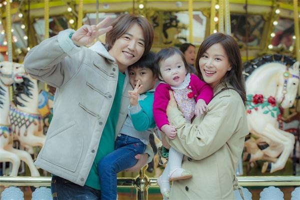 """Perfect Wife kể về người phụ nữ đảm nhiệm trọng trách """"kiếm cơm"""" về cho gia đình tên Jae Bok."""