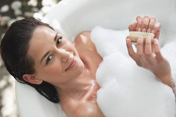 Thực tế, cởi mở và thẳng thẳng là đặc điểm của người tắm ở ngực trước.