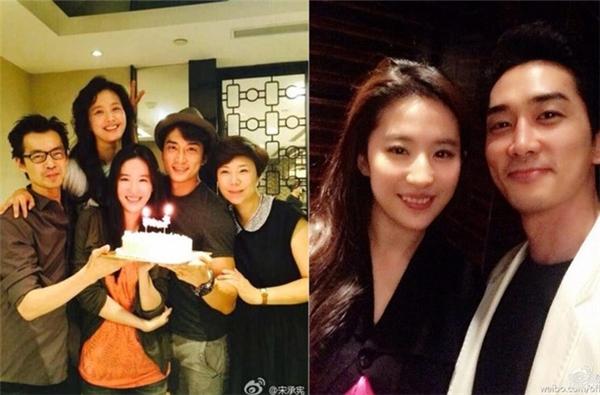 """Dịp sinh nhật Lưu Diệc Phi vừa qua, Song Seung Hun cất công bay sang Trung Quốc chia vui cùng bạn gái. Trước đó, """"thần tiên tỷ tỷ"""" cũng sang Hàn để ăn mừng tuổi mới cùng bạn trai."""