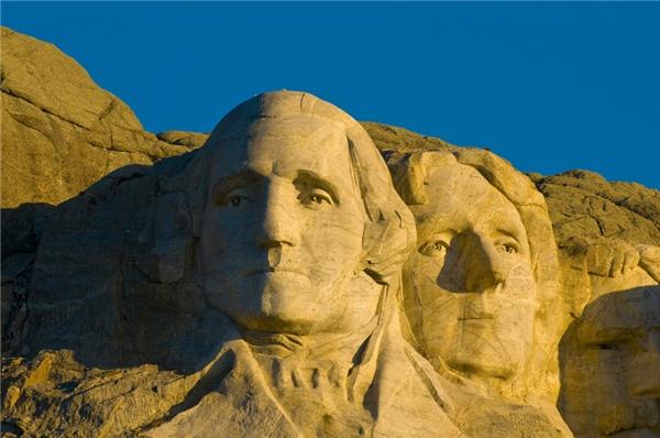 Người nghệ nhân thực hiện điêu khắc tại núi Rushmore đã qua đời trước khi căn phòng này hoàn thành.