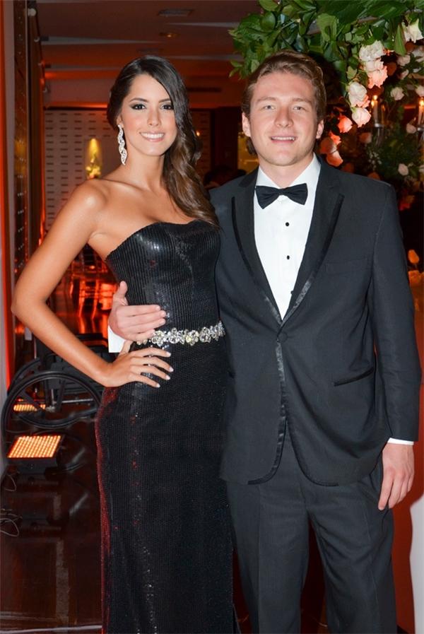 Sau khi đăng quang, một vài tờ báo nước ngoài đưa tin về bạn trai của Hoa hậu Hoàn vũ 2014. Theo đó, chàng trai này có tên Alejandro Calderon. Nhưng đến hiện tại, chuyện tình cảm của cặp đôi không còn được nhắc đến nhiều, và cũng ít ai biết họ còn qua lại với nhau hay không.
