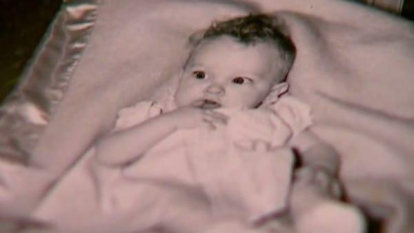Em bé mà Hickman đã tìm thấy trong rừng sâu.