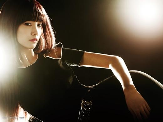 Rũ bỏ vẻ ngoài ngây thơ, Yoon Ahcũng như SNSD bắt đầu theo đuổi hình tượng sexy với Run devil run.