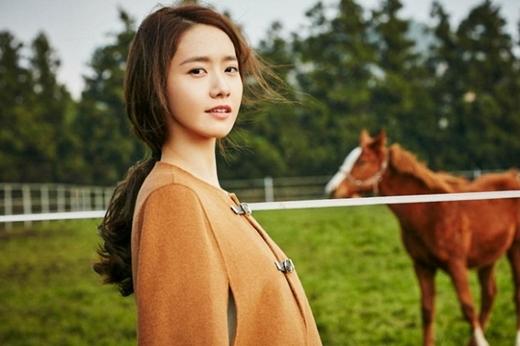 Ngoài là một ca sĩ, diễn viên Yoon Ahcòn là gương mặt quen thuộc của các tạp chí.