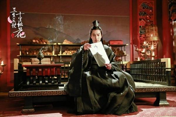 """Dù tạo hình """"đen toàn tập"""" của Triệu Hựu Đình gặp phải nhiều chỉ trích nhưngdiễn xuất của nam diễn viênđược đánh giá cao khi thể hiện được khí chất của nhân vật."""