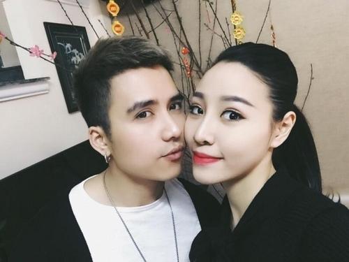 Vợ chồng Mạnh Quân hạnh phúc dịp năm mới.