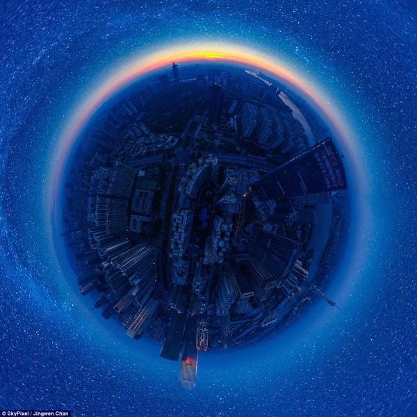 Hạng mục ảnh 360, bức ảnh có tên Starry night của tác giả Zingwen Chan đạt giải nhất với hình ảnh thành phố châu Á dưới bầu trời đêm lấp lánh ánh sao.