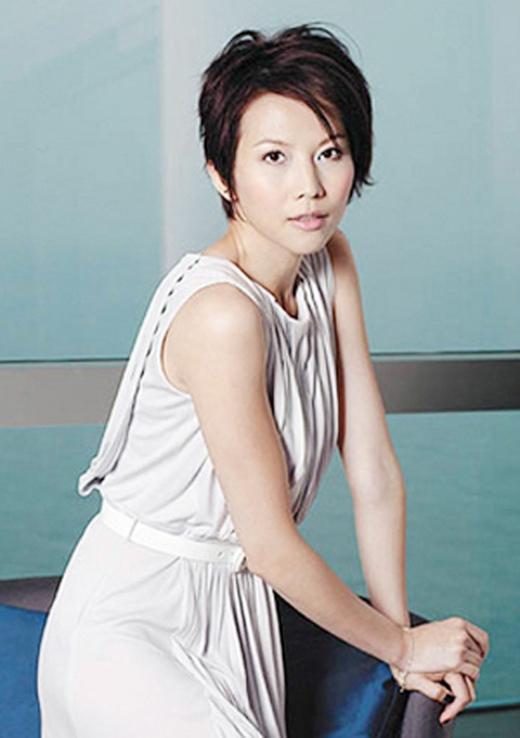 Á hậu Hong Kong 1991 Thái Thiếu Phân từng lao đao vì những món nợ cờ bạc của mẹ mình.