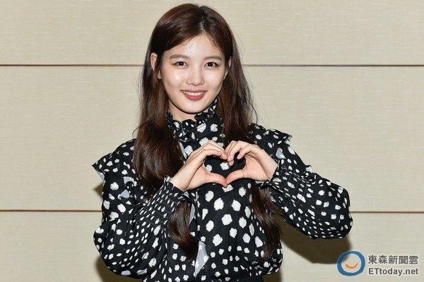 Lộ diện sau scandal, Kim Yoo Jung tự tin lấy lại phong độ lẫn nhan sắc