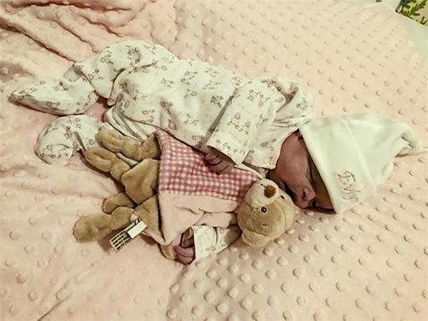 4 tuần sau khi chào đời, Evlyn đã phải vĩnh biệt thế giới.
