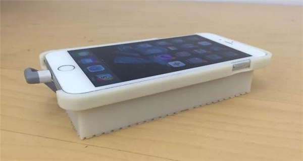 Chiếc iPhone chạy hệ điều hành Android của Nick Lee.