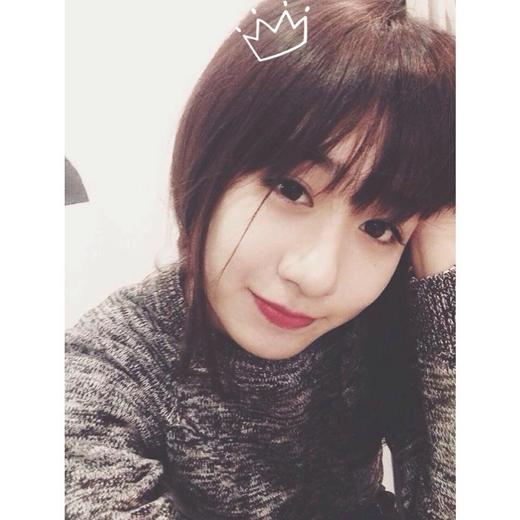 Trang Lou ăn điểm ở chính gương mặt siêu dễ thương của mình.