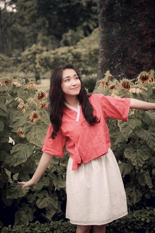 Tính cách vui tươi, nhí nhảnh giúp Hòa Minzy lấy được tình cảm từ phía đồng nghiệp và người hâm mộ,