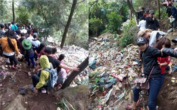 Đây là hình ảnh tại chùa Hương. Đường lên chùa đã trở thành bãi rác từ lúc nào không hay biết. Người lên chùa thì vẫn lên chùa, còn rác thì vẫn cứ chất đống bên đường. (Ảnh: Internet)