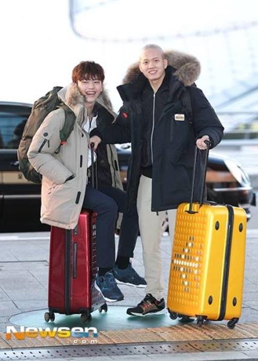 Trước đó, cả hai rất vui vẻ, cập nhật hình ảnh tại sân bay ở Hàn Quốc.
