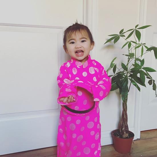 """""""Công chúa nhỏ"""" nhà Kim Hiền xinh xắn trong bộ áo dài hồng nổi bật. - Tin sao Viet - Tin tuc sao Viet - Scandal sao Viet - Tin tuc cua Sao - Tin cua Sao"""