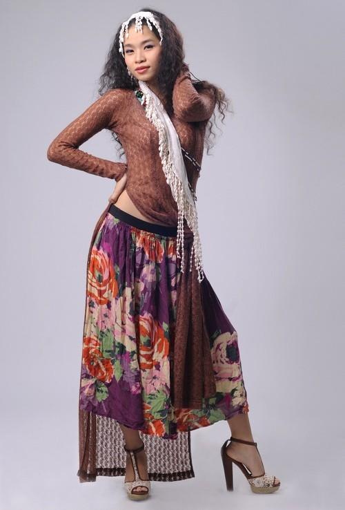 Nhìn vào trang phục mà Mai Khôi hay Đồng Lan đang diện, chắc chắn nhiều người phải tự hỏi liệu đây có phải áo dài?