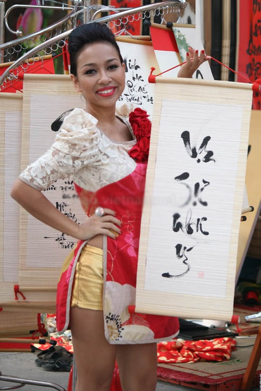 Thảo Trang diện áo dài ngắn cũn phối quần short cũng từng khiến khán giả lên tiếng chỉ trích.