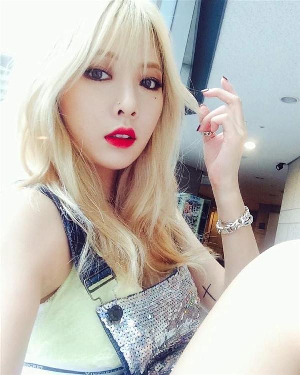 Tính cách hiền lành, nhút nhát của HyunAkhác xa so với hình tượng táo bạo của cô nàng trên sân khấu.