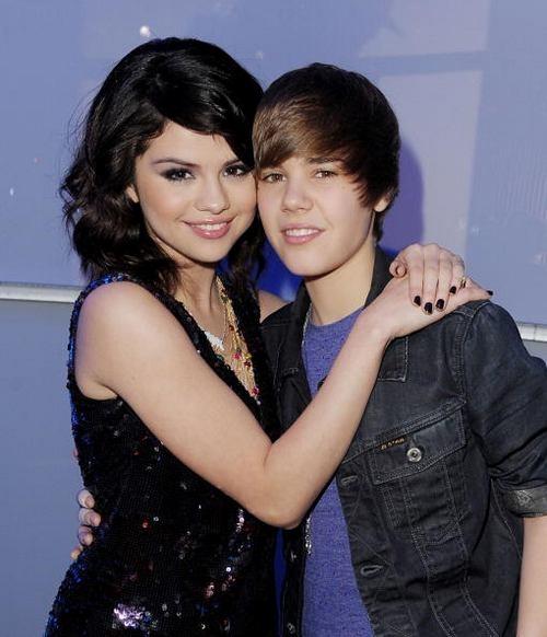 Selena và Justin gặp gỡ khi nữ ca sĩ 17 tuổi.