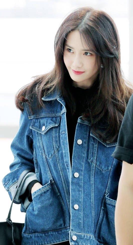 Yoonalộ nhan sắc đẹp không tì vết tại sân bay.