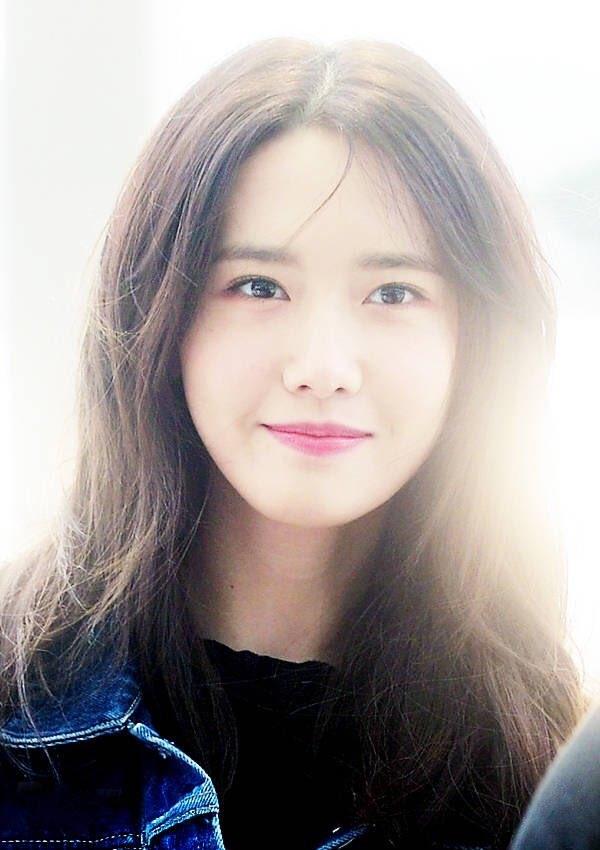 Cô ấy có thể không đẹp một cách sắc bén như những bông hồng châu Âu nhưng nét đẹp của cô ấy lại vô cùng thanh tao trong ngoại hình của một cô gái châu Á.