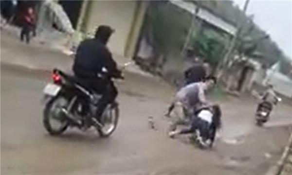 Phẫn nộ clip cô gái trẻ kêu khóc thảm thiết khi bị bắt về làm vợ