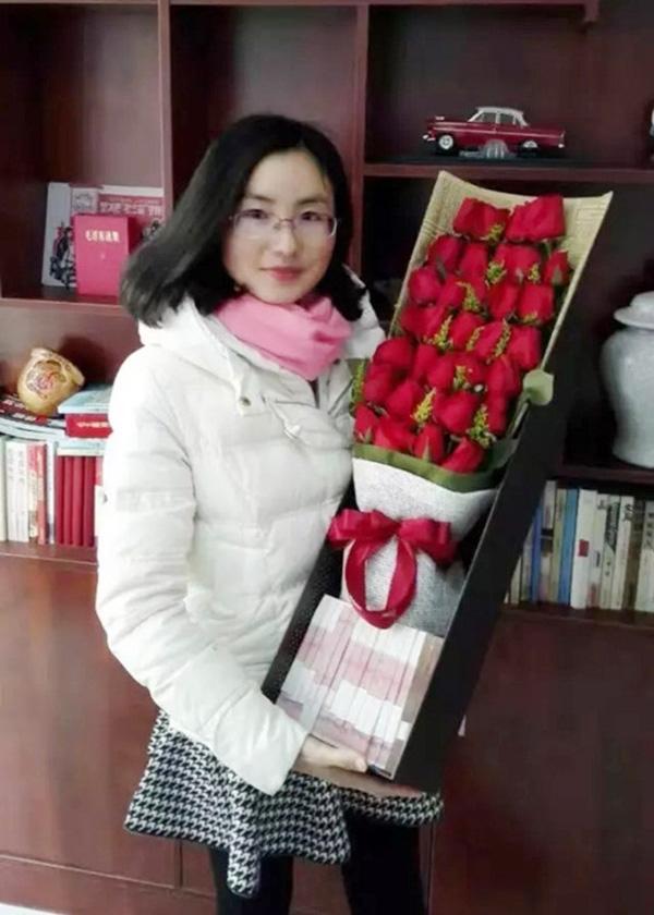 Đây hẳn là cô vợ hạnh phúcnhất mùa Valentine này. (Ảnh: Internet)