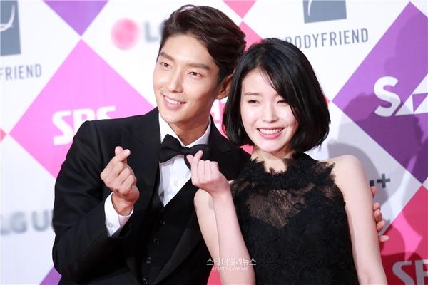 """Màn ảnh Hàn đầy rẫy cặp đôi fan """"tha thiết"""" chờ tin hẹn hò"""