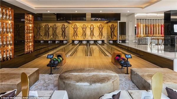 Khách tới chơi nhà có thể tạt qua phòng bowling để thư giãn.