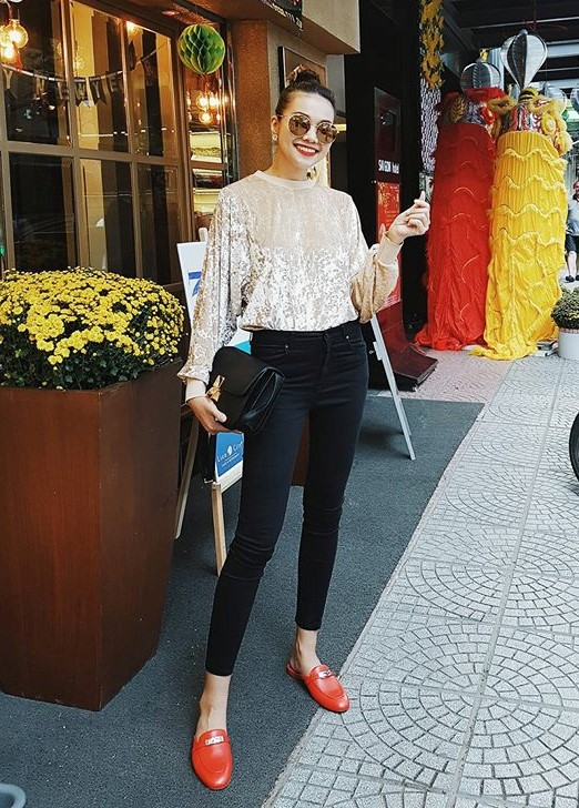 Đơn giản, thời thượng luôn là điều khiến khán giả, các tín đồ thời trang phải trầm trồ về phong cách đường phố của Thanh Hằng.