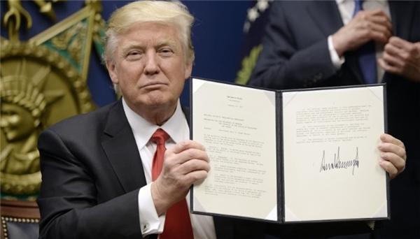 Tổng thống Trump và sắc lệnh cấm nhập cảnh ngày 27/1/2017.