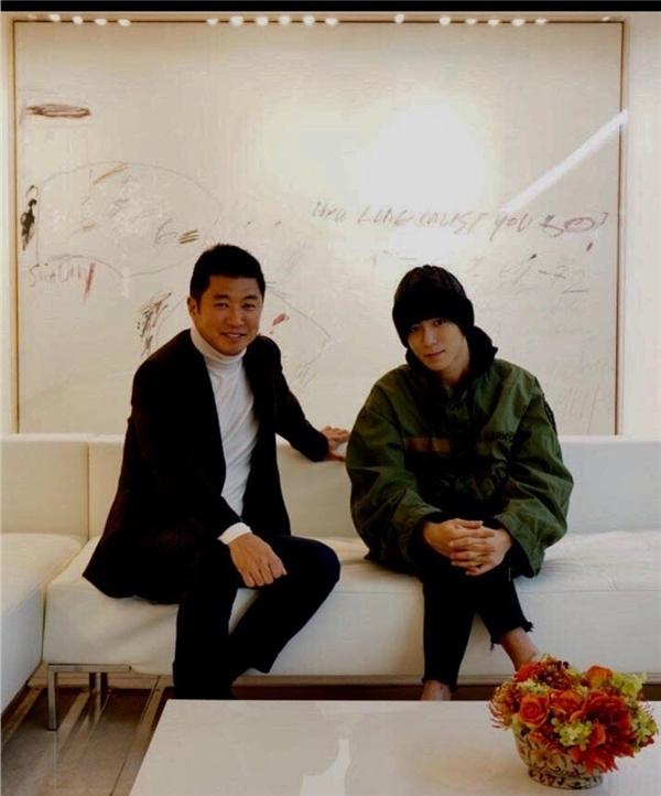 Hình ảnh được cho là T.O.P đã xuống tóc trước khi nhập ngũ 8 ngày