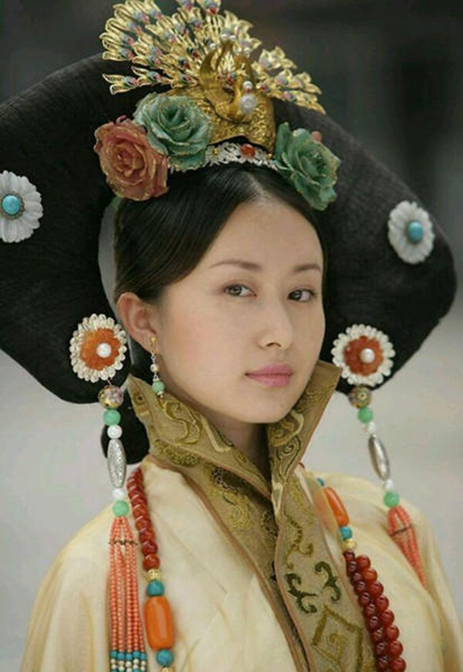 """Quả đầu của Thư Sướng trong Tây Du Kí (2011) nặng đến """"vẹo cả cổ""""."""