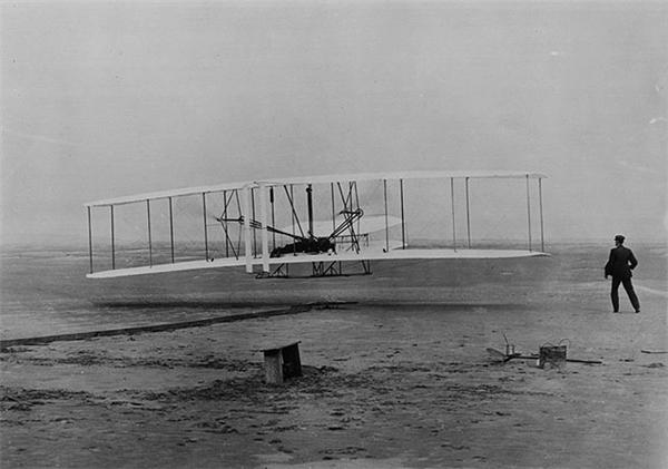 B22 là chiếc máy bay có thể bay được đầu tiên trong lịch sử củaAnh em nhà Wright.