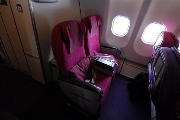 Đi vé máy bay giá rẻ, bạn chỉ được ngồi ở hàng ghế cuối cùng này.